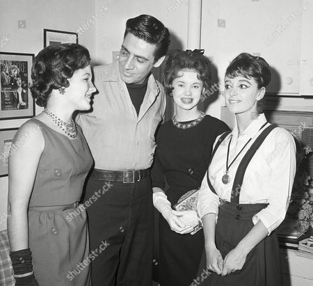 Patti Shelton, left, of Columbia, Tenn., and Shelly Shreaves of St. Louis, Mo., second from right, are greeted backstage at the Imperial Theater by members of the cast of Carnival Jerry Orbach, second from left, and Anna Maria Alberghetti, New York