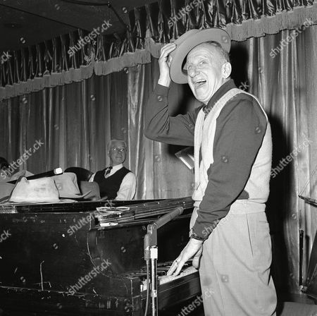 Durante Jimmy Durante acknowledges the audience by tipping his hat as he plays the piano in Philadelphia, Pa., . Durante will celebrate his 66th birthday Feb. 10