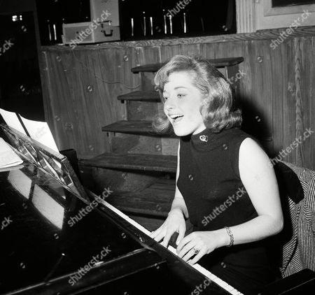 Singer Lesley Gore rehearses at piano
