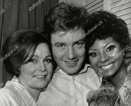 British actoress Zena Walker, left, and British actor Albert Finney, co-stars of 'A Day in the Death of Joe Egg,' pose with American actress Leslie Uggams, in New York, USA, after the opening Broadway performance of the recently imported drama
