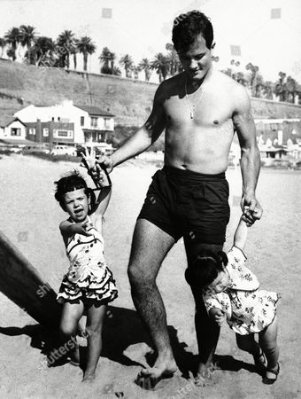Editorial picture of Pat Boone plays with Daughters, USA