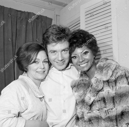 "Albert Finney, Leslie-Uggams, Zena Walker In dressing room after opening night performance of ""Joe Egg"" in New York City, are co-stars Zena Walker, from left, and Albert Finney and a visitor, Leslie-Uggams. Play is a comedy by Peter Nicholas and opened at the Brooks Atkinson Theatre"