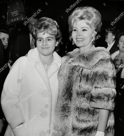 """Gabor Hilton Zsa Zsa Gabor, left, and her daughter Francesca Hilton arrive for the premiere of the movie """"El Cid,"""", in Los Angeles"""