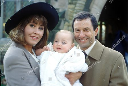 Liza Tarbuck and John Bowler and Baby Zelda in 'Watching' - 1997