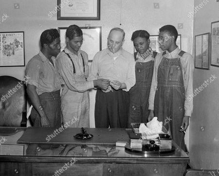 "New York attorney Samuel Leibowitz, center, stands in his office in New York with four of the ""Scottsboro Boys,"" from left, Willie Robertson, Eugene Williams, Roy Wright, and Olen Montgomery. Levin is credited with saving from death all but one of the nine black teens who were wrongly convicted of raping two white women in 1931. In a final chapter to one of the most important civil rights episodes in American history, Alabama lawmakers voted to give posthumous pardons to the ""Scottsboro Boys"