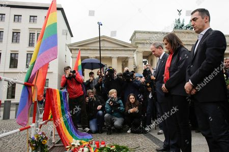 From right, Green party chairman Cem Ozdemir, Green party faction leader Katrin Goering- Eckardt and the United States ambassador to Germany, John B. Emerson, attend a vigil at United States embassy in Berlin, German, to honor the victims of the attack on the gay nightclub in Orlando, Fla
