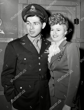 "NY U.S. actress Shelley Winters stands with her husband, Lt. Paul ""Mack"" Mayer, while he is home on leave from combat flying in the Mediterranean, Dec. 1943"