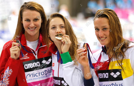 Winner Boglarka Kapas of Hungary, centre, Jazmin Carlin of Britain, placed second, left, and Mireia Belmonte Garcia of Spain, placed third, right, pose with their medals after the women's 400m freestyle final at the European Aquatics Swimming Championships in London