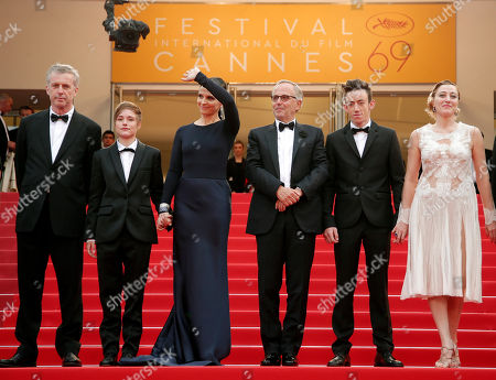 Director Bruno Dumont, left, poses for photographers with actors from left, Raph, Juliette Binoche, Fabrice Luchini, Brandon Lavieville and Valeria Bruni Tedeschi, upon arrival at the screening of the film Ma Loute (Slack Bay) at the 69th international film festival, Cannes, southern France