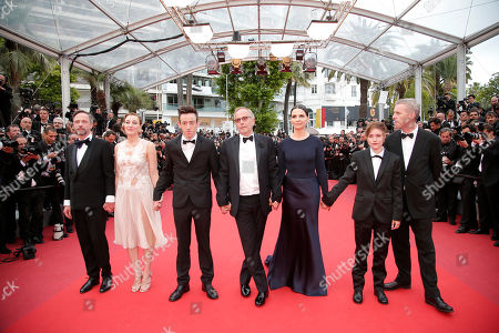 Actors from left, Jean-Luc Vincent, Valeria Bruni Tedeschi, Brandon Lavieville, Fabrice Luchini, Juliette Binoche, Raph and director Bruno Dumont pose for photographers upon arrival at the screening of the film Ma Loute (Slack Bay) at the 69th international film festival, Cannes, southern France