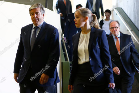 Former Deutsche Bank CEO Josef Ackermann, left, and his lawyers arrive at a court in Munich, Germany, where he and former top managers of Deutsche Bank face trial on accusations of giving false statements in the proceedings of the bankruptcy of German Kirch media group
