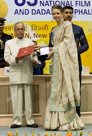 "Kalki Koechlin, Pranab Mukherjee Bollywood actress Kalki Koechlin receives from Indian President Pranab Mukherjee, left, a special jury award for her role in ""Margarita With a Straw"" in New Delhi, India"