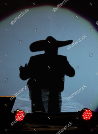 Vicente Fernandez She shadow of Mexican singer Vicente Fernandez is projected as he performs at a free concert at Azteca Stadium in Mexico City, . Vicente Fernandez dazzled in his farewell concert in the Azteca Stadium. The star of Mexican regional music toured more than 50 years of experience across the wide repertoire of his farewell concert