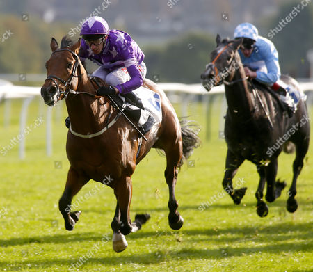 Cuttin' Edge and George Baker winning The British Stallion Studs EBF Maiden Stakes Leicester