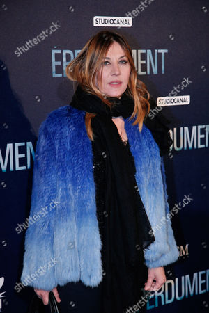 """French actress Mathilde Seigner poses for photographers as she arrives at the premiere of the movie """"Eperdument"""", in Paris"""