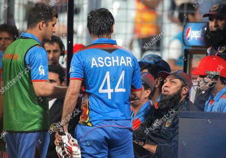 Afghanistan's Asghar Stanikzai, 44, talks to team coach Inzamam-ul-Haq second right, during their match against Sri Lanka at the ICC World Twenty20 2016 cricket tournament in Kolkata, India