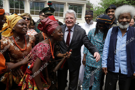 German's President Joachim Gauck, center, and Nigeria Nobel Laureate professor Wole Soyinka, right, watch traditional dancers during an official visit to freedom park in Lagos, Nigeria