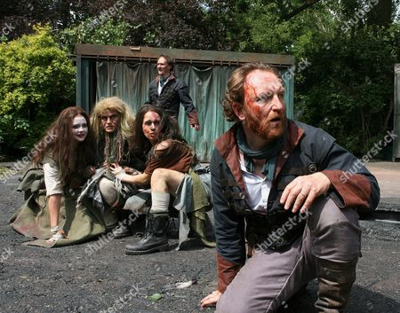 Antony Byrne (Macbeth), Mark Meadows (Banquo), Emma Clayton, Olivia Darnley and Anna Lowe