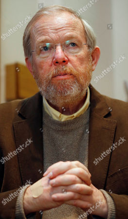 """US author Bill Bryson during an interview with The Associated Press in London, . Bryson The Iowa-born writer, who takes an affectionate if sometimes exasperated look at his adopted country in """"The Road to Little Dribbling,"""" cherishes Britain's landscape, its history, its architectural heritage, its people. He's not so keen on its reality-TV shows, its litter and _ this is a shock _ its beer"""