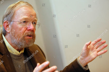 """US author Bill Bryson gestures during an interview with The Associated Press in London, . Bryson The Iowa-born writer, who takes an affectionate if sometimes exasperated look at his adopted country in """"The Road to Little Dribbling,"""" cherishes Britain's landscape, its history, its architectural heritage, its people. He's not so keen on its reality-TV shows, its litter and _ this is a shock _ its beer"""