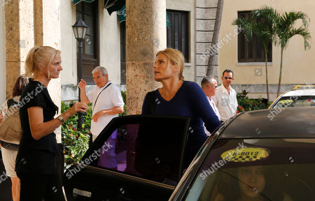 """Actors from the Hollywood movie """"Papa,"""" Joely Richardson, left, and Mariel Hemingway, leave the Nacional Hotel after a press conference promoting the film about Ernest Hemingway's life, in Havana, Cuba, . Richardson plays the role of Hemingway´s wife, and Mariel makes an appearance, in the first Hollywood feature film shot in Cuba in 45 years"""