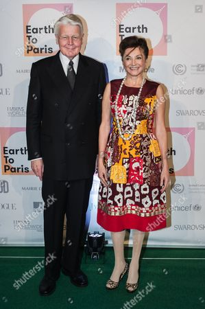 Iceland's President Olafur Ragnar Grimsson, left, and his wife, Dorrit Moussaieff pose for the photographers as they arrive to attend a dinner at the US Ambassador's residence in Paris, on the sidelines of the COP21 climate change conference in Paris, France