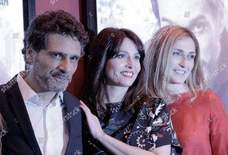 """French actress Julie Gayet, right, Anne Charrier, center and director Pascal Elbe pose for photographers during the premiere of the movie """"Je compte sur vous"""" (I count on you), in Paris"""