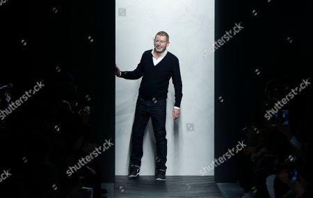Creative director Tomas Maier acknowledges the applause at the end of the presentation of the Bottega Veneta men's Fall-Winter 2016-2017 show, part of the Milan Fashion Week, unveiled in Milan, Italy