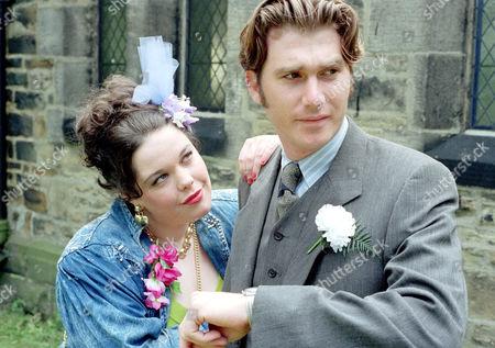 Stock Image of 'Emmerdale'  TV - 1995  Mandy Dingle [Lisa Riley] and Luke McAllister [Noah Huntley]