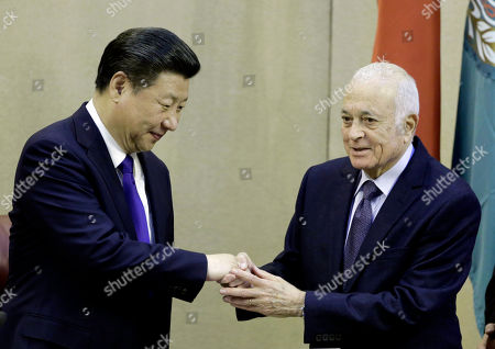 Chinese President Xi Jinping, left, shakes hands with Arab League's Secretary-General Nabil Elaraby, during his visit to the Arab League headquarters in Cairo, Egypt