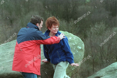 'Emmerdale'  TV - 1999 - Graham (KEVIN PALLISTER) and Rachel's (GLENDA McKAY) picnic turns out to be a nightmare.