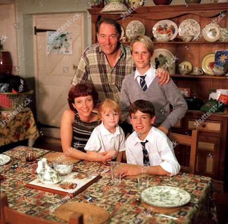'Emmerdale'  TV - 1999 The Sugden Family with Clive Hornby and Madeleine Howard