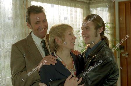 'Emmerdale'  TV - 1998  Johnny Leeze, Roberta Kerr and Nicky Evans