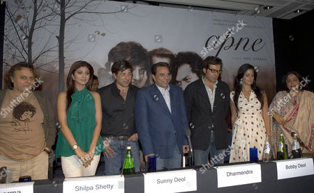 Shilpa Shetty, Dharmendra, Sunny Deol, Bobby Deol, Katrina Kaif and Kiran Kher at the media breefing for the film 'Apne' to be released on 29 June