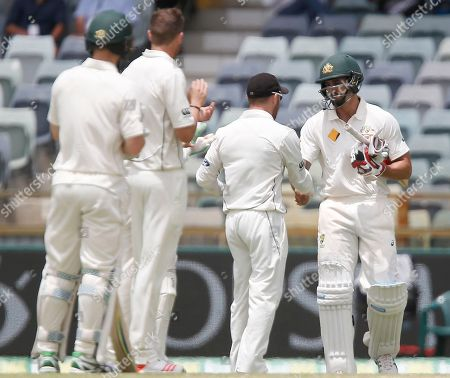 New Zealand's Brendon McCullum, center, shakes hands with Australia's Mitchell Johnson, right, during their cricket test match in Perth, Australia