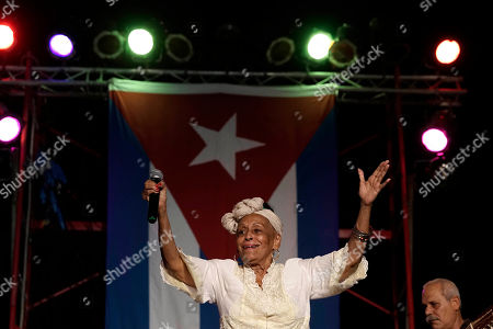 Omara Portuondo Cuban singer Omara Portuondo acknowledges the audience during a free concert in Old Havana, Cuba, . The musical event brought together two Cuban trovas, the new represented by Silvio Rodriguez, and the traditional represented by the Buena Vista Social Club, fronted by the charismatic Portuondo