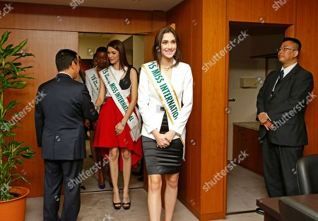 Edymar Martinez, Jennifer Valle 2015 Miss International Edymar Martinez of Venezuela, center, and Miss Honduras Jennifer Valle, second from left, of Honduras enter the room of Yosuke Takagi, left, Japan's state minister of Economy, Trade and Industry, as 2015 Miss International runners-up pay a courtesy call on him in Tokyo