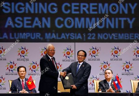 Najib Razak, Le Luong Minh, Nguyen Tan Dung, Thongsing Thammavong Malaysian Prime Minister Najib Razak, center left, passes an signed document to ASEAN Secretary General Le Luong Minh, center right, of Vietnam after the signing ceremony of the 2015 Kuala Lumpur Declaration on the Establishment of the Association of Southeast Asian Nations (ASEAN) Community and the Kuala Lumpur Declaration on ASEAN 2025, in Kuala Lumpur, Malaysia, . Seated behind are: Vietnam's Prime Minister Nguyen Tan Dung, left, and Laos' Prime Minister Thongsing Thammavong