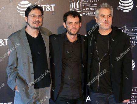 "Jonas Cuaron, Alfonso Cuaron, Carlos Cuaro Mexican director Jonas Cuaron, center, poses on the red carpet of ""Desierto"" with the film's producers, his father Alfonso Cuaron, right, and his uncle Carlos Cuaron, at the Morelia International Film Festival, in Morelia, Mexico"