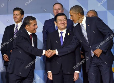 Barack Obama, Truong Tan Sang, Ollanta Humala Tasso President Barack Obama, right, shakes hands with Peru's President Ollanta Humala Tasso as they arrive for a family photo with other leaders at the Asia-Pacific Economic Cooperation summit in Manila, Philippines, . Vietnam's President Truong Tan Sang is in between them