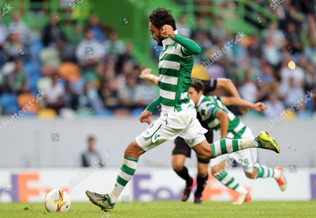 Sporting's Alberto Aquilani shoots to score the opening goal from the penalty spot during the Europa League group H soccer match between Sporting CP and Skenderbeu at the Alvalade stadium in Lisbon