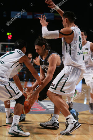 Luis Scola, Jorge Gutierrez, Gustavo Ayon Argentina's Luis Scola, center, fights for the ball with Mexico's Jorge Gutierrez, left,and Gustavo Ayon during a FIBA Americas Championship basketball game in Mexico City