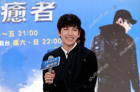"""Ji Chang-wook South Korean actor Ji Chang-wook smiles to the media during an event to promote his soap opera """"Healer"""" in Taipei, Taiwan"""