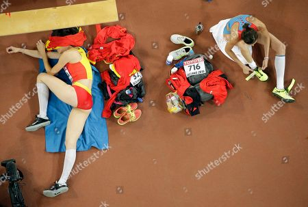 Russia's Anna Chicherova, right, and Spain's Ruth Beitia rest between jumps in the women's high jump final at the World Athletics Championships at the Bird's Nest stadium in Beijing
