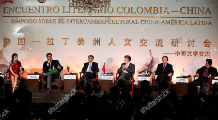 Li Keqiang, Juan Manuel Santos, Mo Yan China's Premier Li Keqiang, third from left, Colombia's President Juan Manuel Santos, third from right, and Chinese Nobel Prize Laureate for Literature Mo Yan, second from right, take part in a Chinese-Colombian literary event in Bogota, Colombia, . Li Keqiang is in Colombia on an official two-day visit and will also travel to Peru and Chile