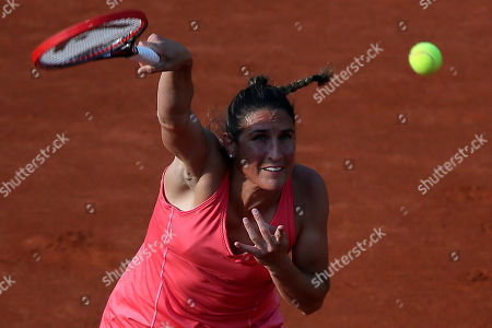 France's Virginie Razzano serves the ball to Spain's Carla Suarez Navarro during their second round match of the French Open tennis tournament at the Roland Garros stadium, in Paris