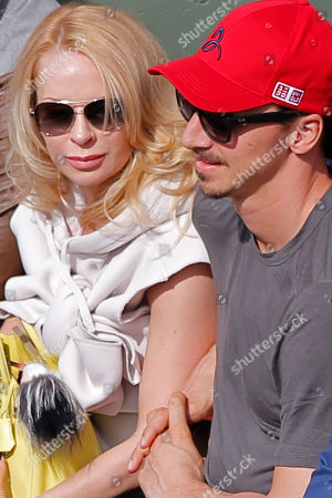Swedish PSG striker Zlatan Ibrahimovic and his wife Helena Seger watch the second round match of the French Open tennis tournament between Serbia's Novak Djokovic and Luxembourg's Gilles Muller at the Roland Garros stadium, in Paris, France