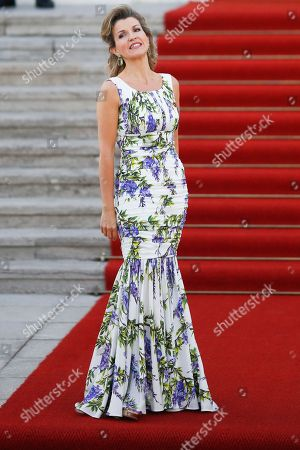 Violinist Anne-Sophie Mutter arrives for an official state dinner for Britain's Queen Elizabeth II, in front of Germany's President Joachim Gauck's residence, Bellevue Palace, in Berlin