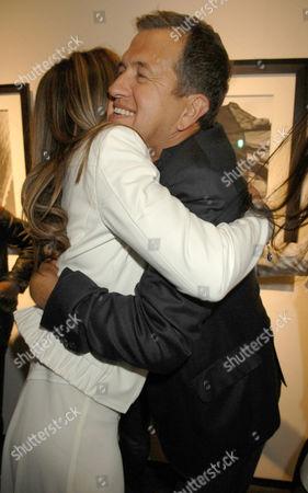 Elizabeth Hurley hugging Mario Testino