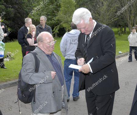 Roy Walker signs an autograph